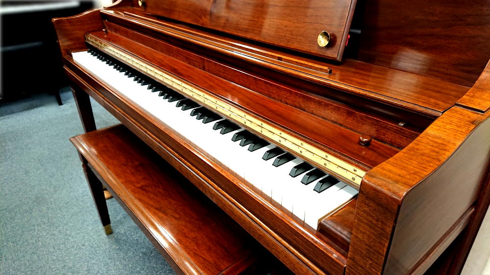 スタインウェイ&サンズ シェラトン 鍵盤蓋2